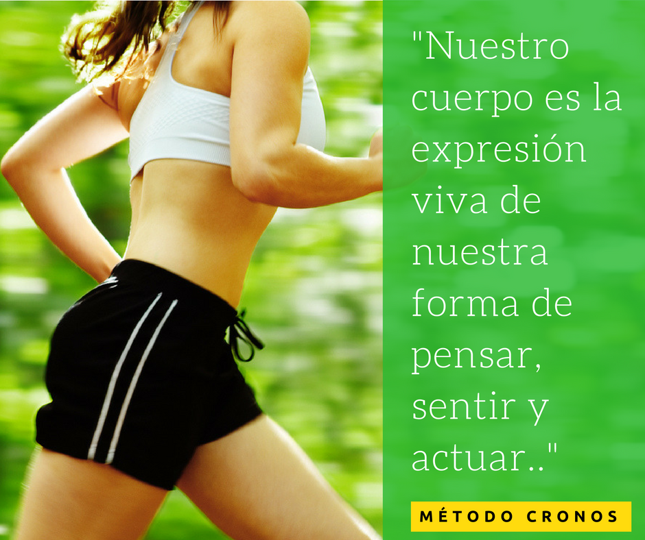Chica haciendo ejercicio corriendo. reeducación corporal